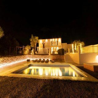Ibiza hotel case vacanza villa con piscina